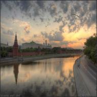 Рассветный вид на Москву-реку и Кремль - Sunrise view at Kremlin and Moscow-river
